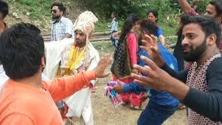 Gambar cover अपनी शादी में दूल्हा ने किया नाच नाच कर कमाल