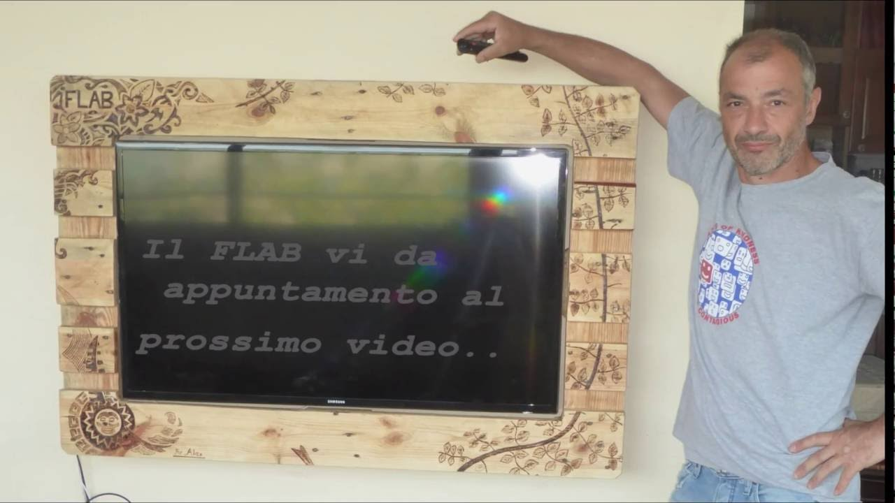 FLAB Lab Part 1 cornice tv o Frame for TV made with pallets