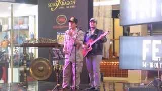 "Pong Harjatmo bernyanyi ""lestari Alamku"" di Mall Solo Paragon"