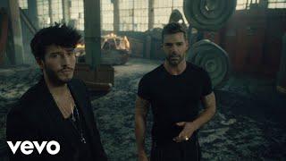 Смотреть клип Sebastián Yatra, Ricky Martin - Falta Amor