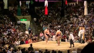 大相撲五月場所四日目、新横綱鶴竜との初金星の一番を。