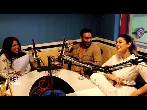 Malishka messing around with Ajay Devgan & Ileana D'Cruz | Raid Movie