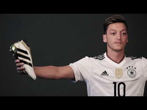 Mesut Özil im neuen DFB Trikot 2017 - Das neue Deutschland Trikot zum Confed Cup 2017