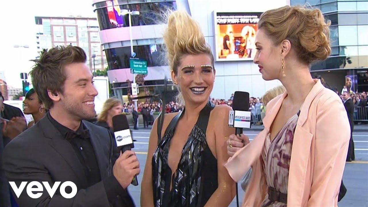 Download Ke$ha - 2010 Red Carpet Interview (American Music Awards)