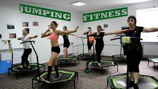 Jumping fitness. Джампінг. Джампинг. Скай джампинг. Фитнес на батуте