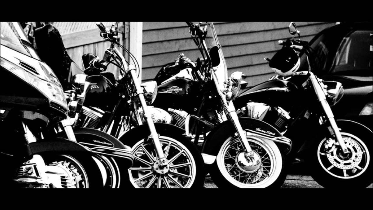 BIKINI pe motocicletă! Imagini de infarct cu două fete