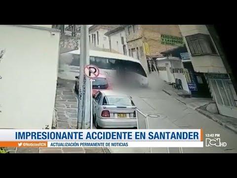 Buseta Se Descolgó Por Una Empinada Vía En San Gil, Santander
