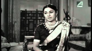 Download Hindi Video Songs - Uttam Kumar & Tanuja - Dhin tana Na dhin - Asha Bhosle - Rajkumari