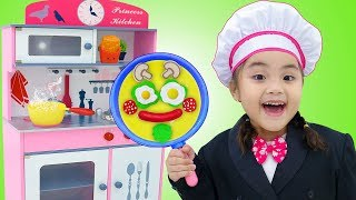 Annie Pretend Playing in Restaurant with Kitchen Toys for Kids