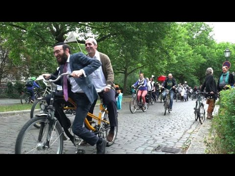 Imams, rabbis ride tandems in Berlin rally for mutual respect