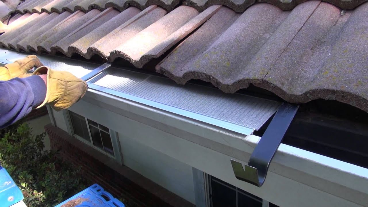 Easyon gutter guard installing on villa tile roof youtube solutioingenieria Choice Image