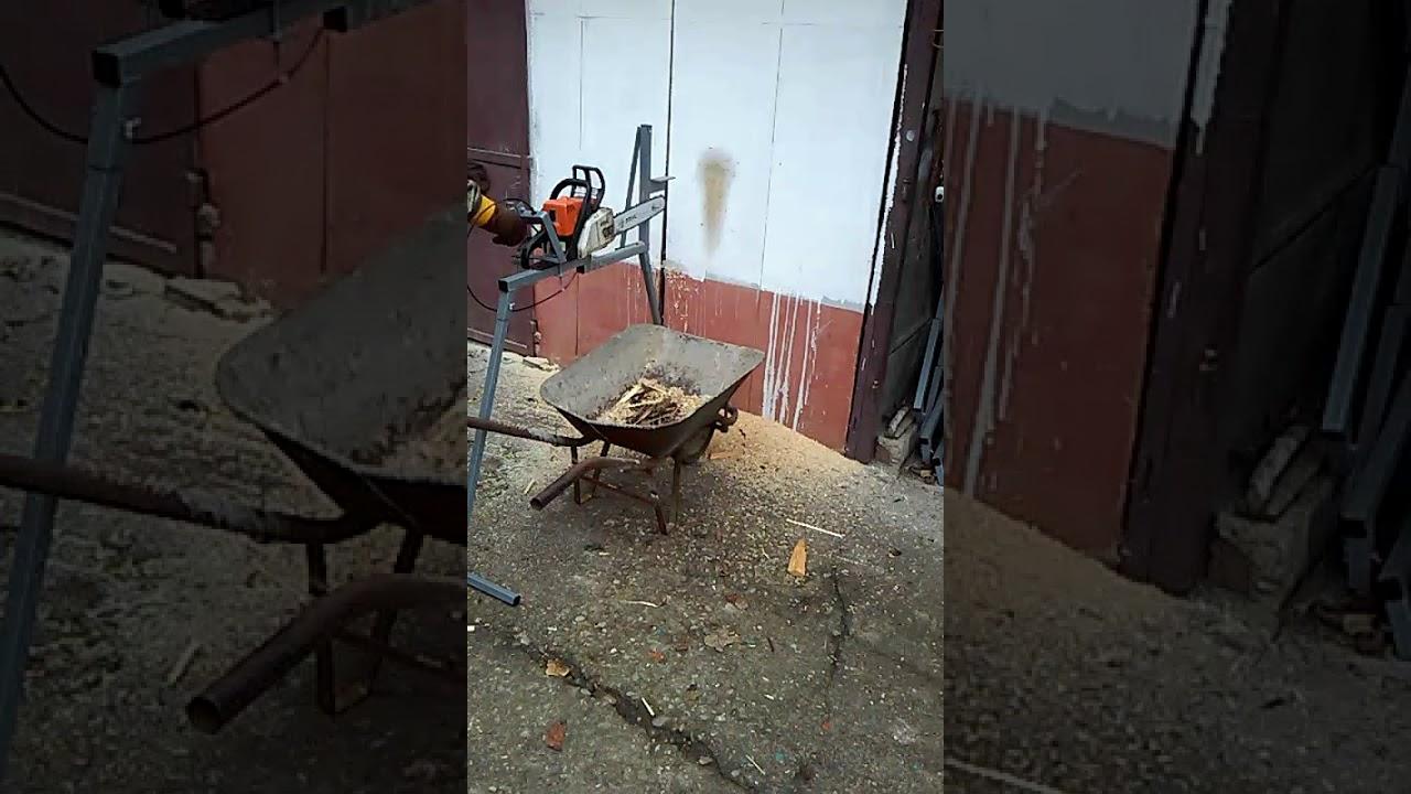 automatische sägebock für motorsäge mit halterung für kettensäge