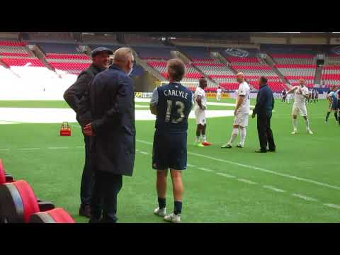 Robert Carlyle and Ray Winstone have a chat before a charity soccer game