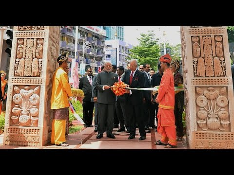 PM Modi at inauguration of the Torana Gate in Malaysia