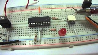 Optoacoplador MOC3021 y tiristor triac BTA08 600B con PIC16F88