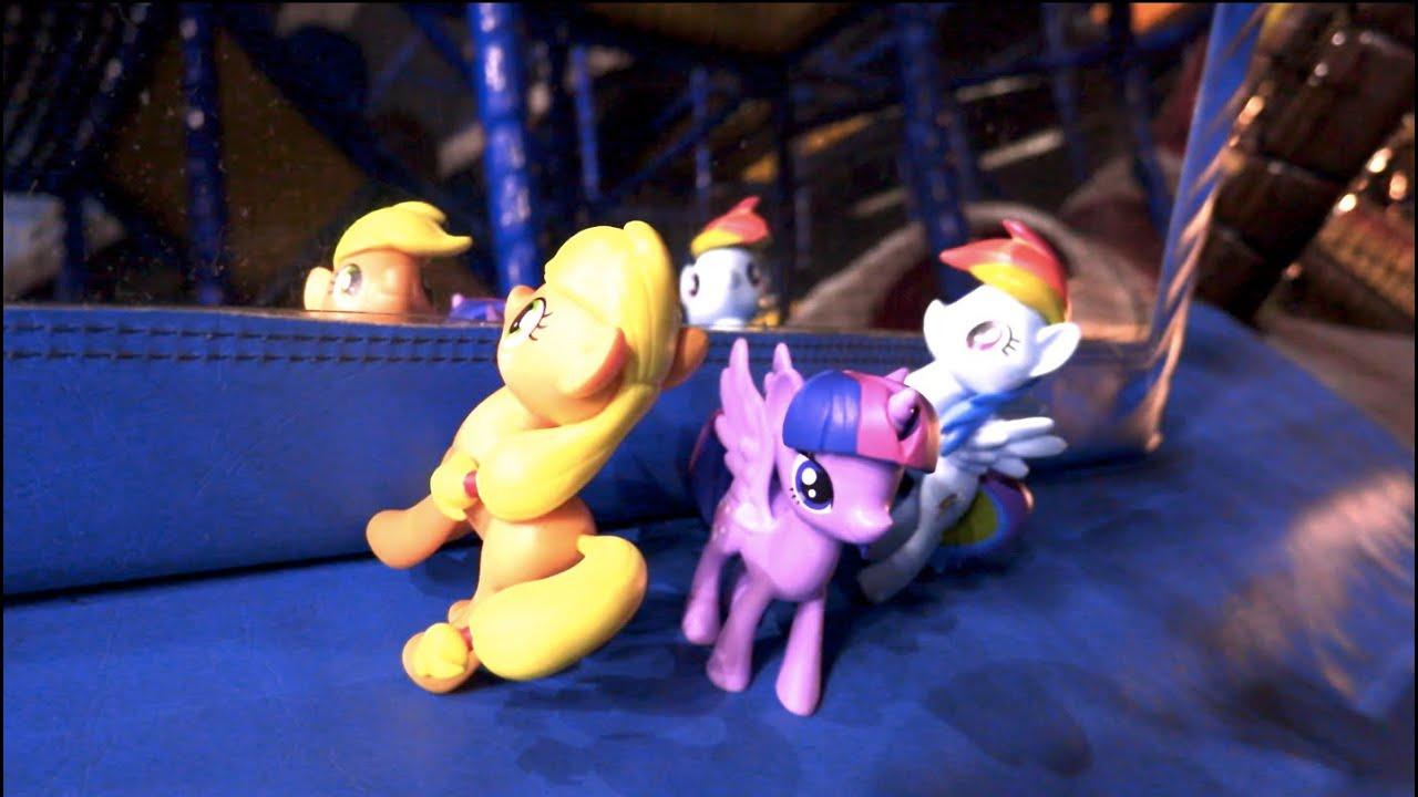 My Little Ponies Find a Weird Mirror!!!