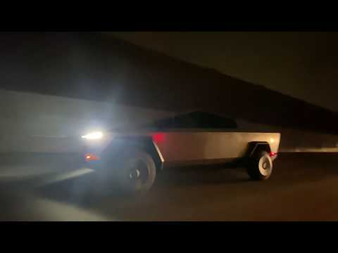 Cybertruck im Abendverkehr: Tesla-Chef Musk fährt mit Elektro-Pickup spazieren