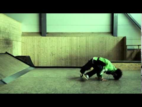 GORILLA Breakdance - Baby Freeze (11) D