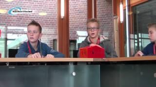 Leerlingen spelen democracity in gemeentehuis Kollumerland c.a.