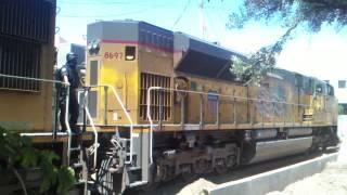 UP 8697, 4274 and 6488 cruzando la linea (Nogales, Sonora) Part 1.