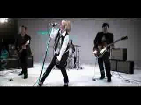 Julianne Deville - La Vie N'est Plus Qu'un Jeu (Paroles/Lyr)