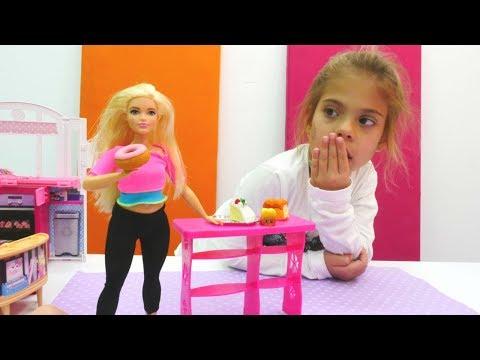 Elis Barbie'nin zayıflamasına yardım ediyor