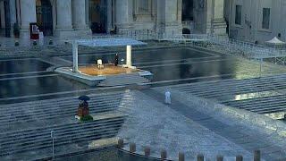 شاهد: البابا فرنسيس يترأس وحيدا صلاة استثنائية في روما لرفع وباء كورونا عن العالم…