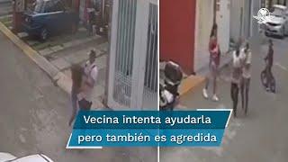 Se observa que un joven jala del cabello y patea a una mujer en repetidas ocasiones; usuarios de redes piden denunciar al agresor adolescente