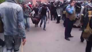 Одесса фашисты выносят погибших черным ходом из Дома Профсоюзов, скрывают следы 02 03 14