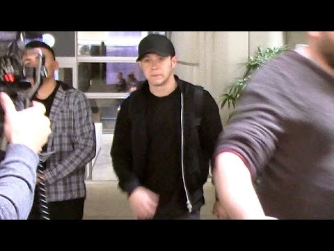 Brunette Niall Horan Dodges Questions About Selena Gomez Romance At LAX