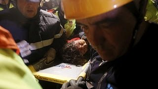 Hope fading but rescuers not giving up their hunt for survivors of deadly earthquake in Nepal.