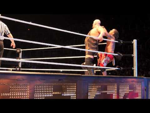 The Usos vs Big Show - WWE Smackdown Bologna 25/04/2013