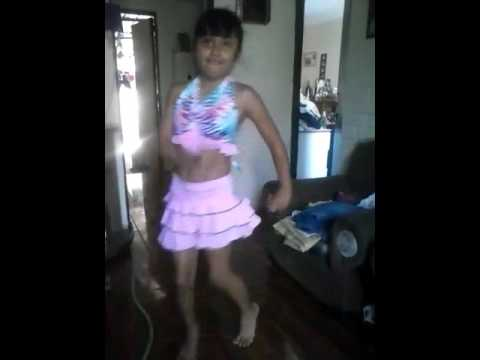 Niña de 8 Años bailando como profesional