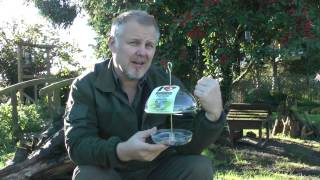 Wildlife Gadget Man - A Treat For The Robins