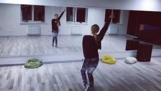 Лера Дидковская танцует под песею Капкан Мот