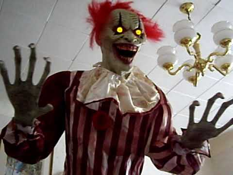 Awesome giant evil clown halloween decoration youtube for Decoration fenetre clown