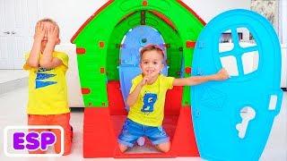 Vlad y Nikita juegan con la máquina sorpresa de juguetes