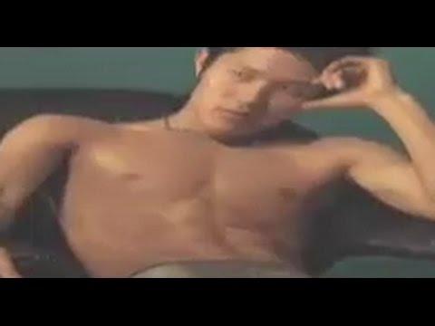 鈴木亮平の肉体美 水着キャンペーンボーイの筋肉 - YouTube