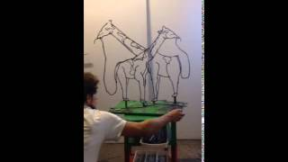 5秒でトランスフォーム!回すだけで「ゾウからキリンに変化」する彫刻