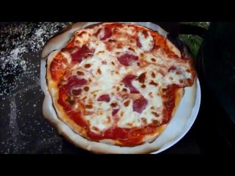 pizza und flammkuchen auf dem big green egg youtube. Black Bedroom Furniture Sets. Home Design Ideas