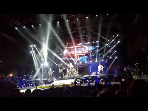 DragonForce - Cry Thunder (Live in Manila)
