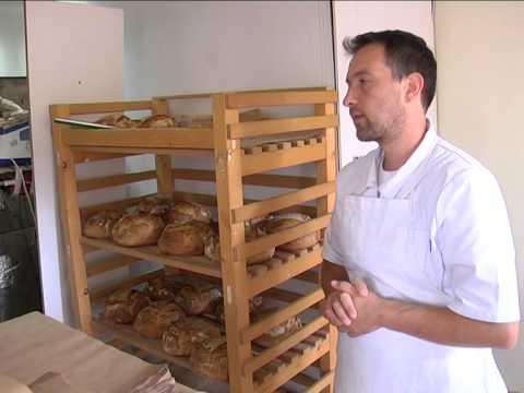 Богдан Богданов прави хляб по рецепта на предците ни