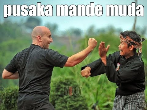 tricks and techniques of pencak silat pusaka mande muda  dropped and locks