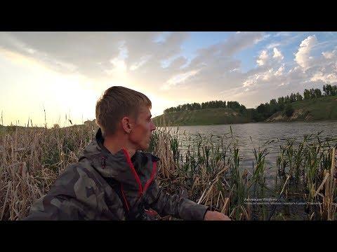 Крупный карась рвет леску. Рыбалка на маховую удочку в мае.