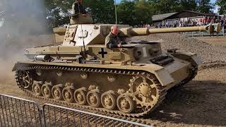 Zapętlaj Alle deutschen Kampfpanzer des 2. Weltkrieges - All german fighting Tanks of the second World War | Thilo-W. Finger