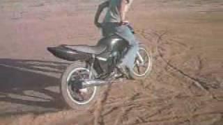 Zerinho de fan 125 liga leve '' Cavalo de pau de moto '''.wmv