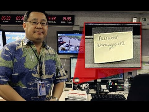 Photo of Hawaii emergency agency shows pa ssword on Post it