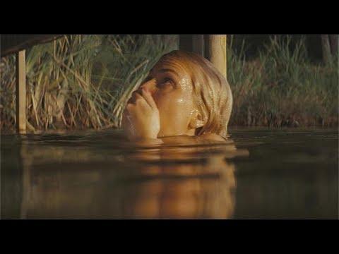 女孩去河边野营,却遇见了杀人犯,看完你还敢去不知名的郊外吗?