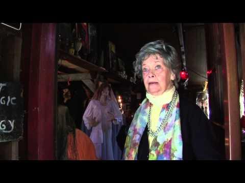 The Conjuring Clip - Lorraine Warren Interview (Engels Gesproken)