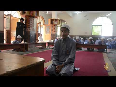 المدارس الدينية في باكستان تكافح للثبات على منهجها